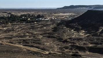 militants kill egyptian security forces in desert shoot out