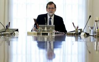 spanish government expected to revoke catalonian autonomy as crisis deepens