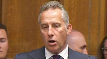 taoiseach 'throwing weight around' over irish brexit border issues, say ian paisley