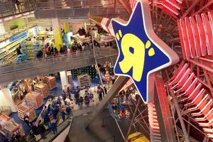 the toys r us bankruptcy is going to have a big impact on holiday sales, hasbro says (has)
