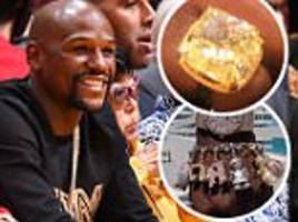 Floyd Mayweather shows off jewellery at LA Lakers game