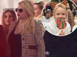 jessica simpson rocks plunging top leaving lunch date