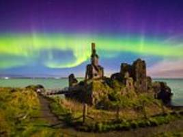 northern lights put on dazzling display in uk tonight