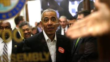 Obama reports for jury duty in Chicago and is dismissed