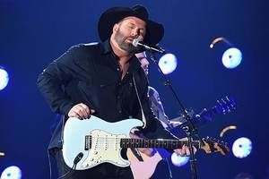 garth brooks slammed for lip syncing at cma awards: 'not what entertainers of the year do'