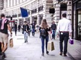 High St worries weigh on returns from FTSE 100