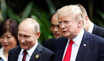Trump Meets, Chats Amicably With Putin, Sides With Russia Over Election Interference At APEC Meeting