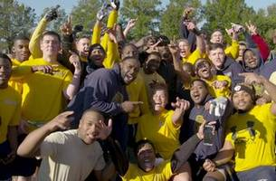 michael vick plays football with naval veterans