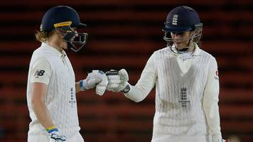 Women's Ashes 2017: England keep series alive with draw against Australia
