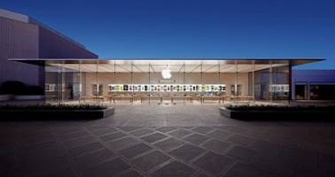 Gang Attacks UK Apple Store on Scooters, Steals Devices Worth Thousands