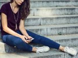 girls glued to phones 'more likely to suffer depression'