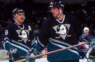 XTRA Point: Ducks legends Selanne, Kariya enter Hockey Hall of Fame