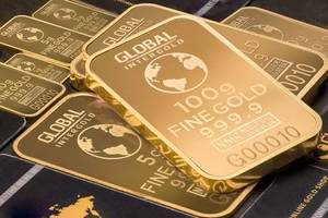 Gold edges lower, as US tax uncertainty sends investors to the sidelines