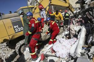 more than 530 killed and 8,000 injured during iran earthquake