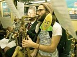 Amazing moment 25 musicians sing on the New York subway