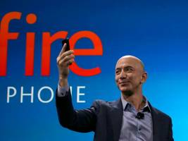 Amazon CEO and world's richest man Jeff Bezos is hardly ever on his phone (AMZN)