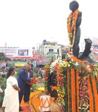 President, PM and Home Minister pay tributes to freedom fighter Birsa Munda on birth his birth anniversary