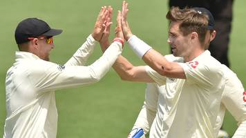 Woakes takes six wickets in final Ashes warm-up