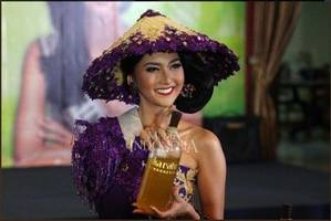 miss international 2017 kevin liliana and her unique national costume