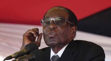 Robert Mugabe makes first public appearance since military takeover
