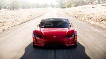 Elon Musk says Tesla made a new Roadster to be a 'hardcore smackdown to gas-powered cars' (TSLA)