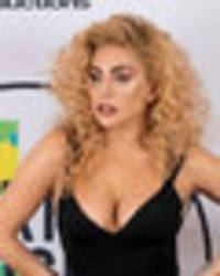 lady gaga ditches gimmicks for cleavage-popping amas 2017 display