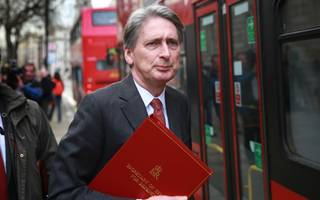 phillip hammond must try to argue the economy can maintain growth in 2018