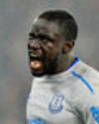 oumar niasse ban: everton striker charged by fa after dive against crystal palace