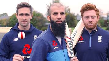 Ashes 2017-18: England's Moeen Ali, Chris Woakes and Jonny Bairstow try their hand at street cricket