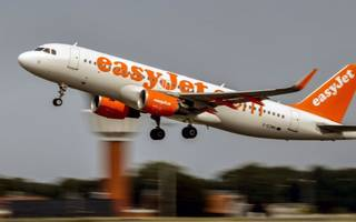 EasyJet profits drop after weathering £101m currency hit