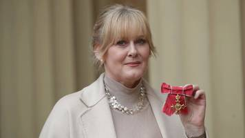 happy valley's sarah lancashire 'emotional' about obe