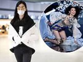 ming xi covers face with surgical mask at shanghai airport