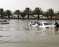 floods paralyse saudi city of jeddah