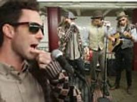 maroon 5 and jimmy fallon perform in disguise in ny subway
