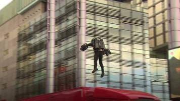 inventor flies over lorry at mediacityuk to inspire students