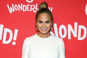 chrissy teigen slams e! news and her s–tty 'friends' over pregnancy cravings story
