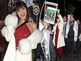 bella hadid pictured taking part in anti-trump protests