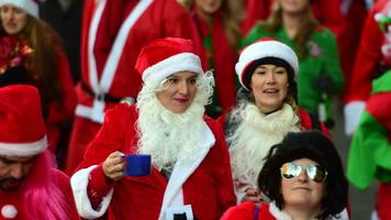 santacon: thousands of santas take to london's streets