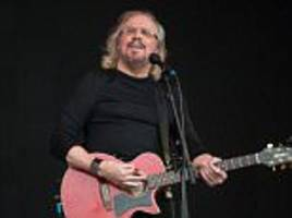bee gee barry gibb dedicates knighthood to late brothers