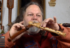 this real-life skyrim character can play 3 flutes at the same time