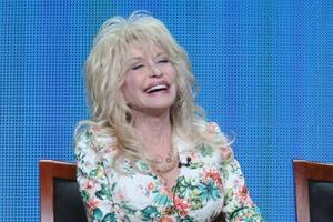 dolly parton ripped on twitter for dropping 'dixie' from her show