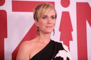 apple's first scripted comedy will star kristen wiig