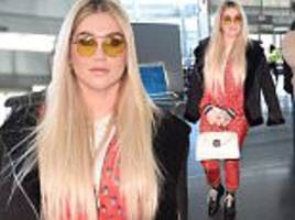 kesha arrives at jfk airport after grammys performance