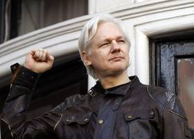 British judge to rule on WikiLeaks founder's arrest warrant