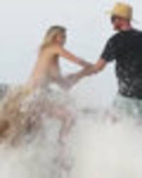 wet n' wild: video shows the moment kate upton got swept off rock during racy photoshoot