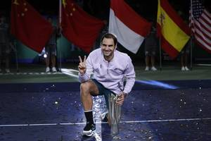 Roger Federer 'never imagined' having chance to become oldest number one