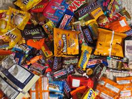 the company behind m&m and snickers dismisses predictions of doom and gloom in the candy business