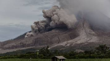 3 volcanoes are erupting in indonesia right now