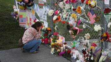 mass shootings bring communities of tragedy together