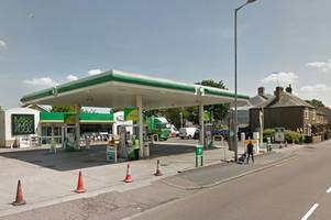 man punched and damaged car window at bp petrol station in hoddesdon